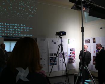 http://mediaarchitecture.de/media/haus_am_horn2007/Ausstellung_HaH_01.jpg