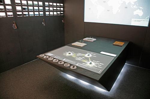 Touchtable_in_Ausstellung.jpg