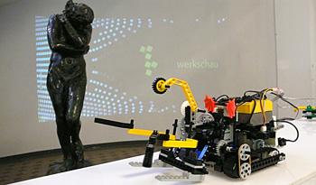 http://mediaarchitecture.de/media/robot/Robot_Limier_P1000845.jpg